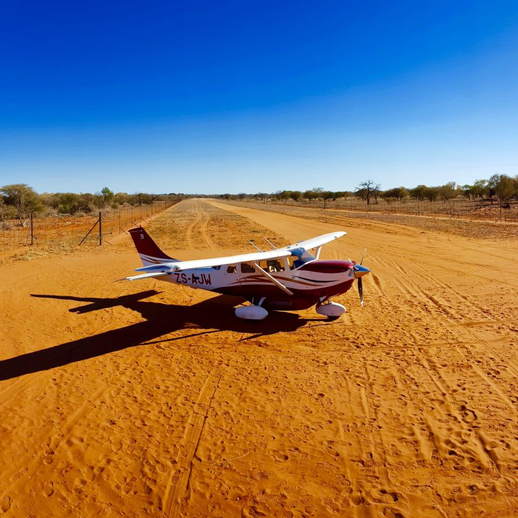 Private charter flights Cessna 206